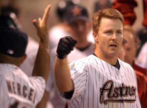 Alas, there will be no fist bumps for Jeff Kent in Survivor.